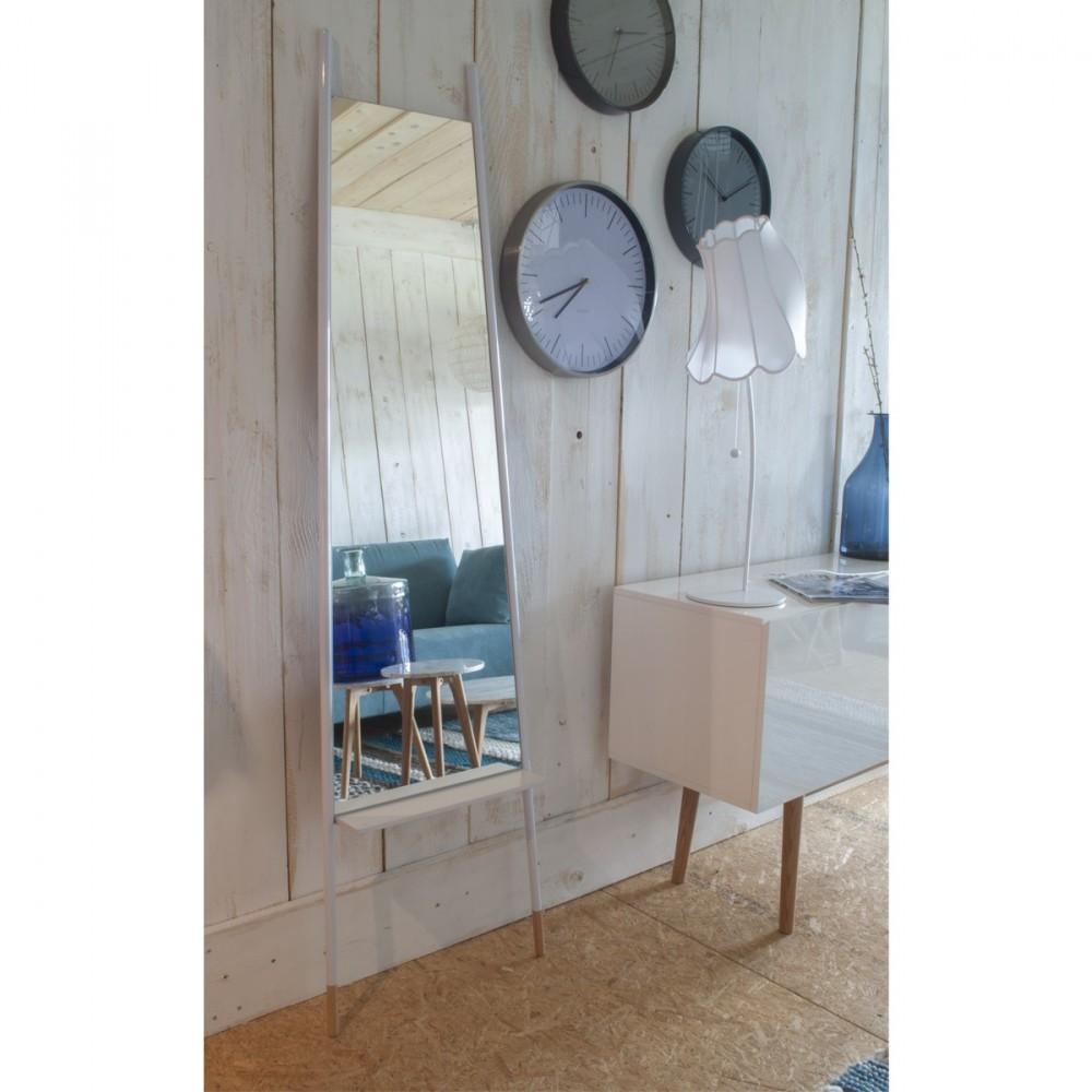 Miroir sur pied blanc ladder par for Retourner une photo miroir