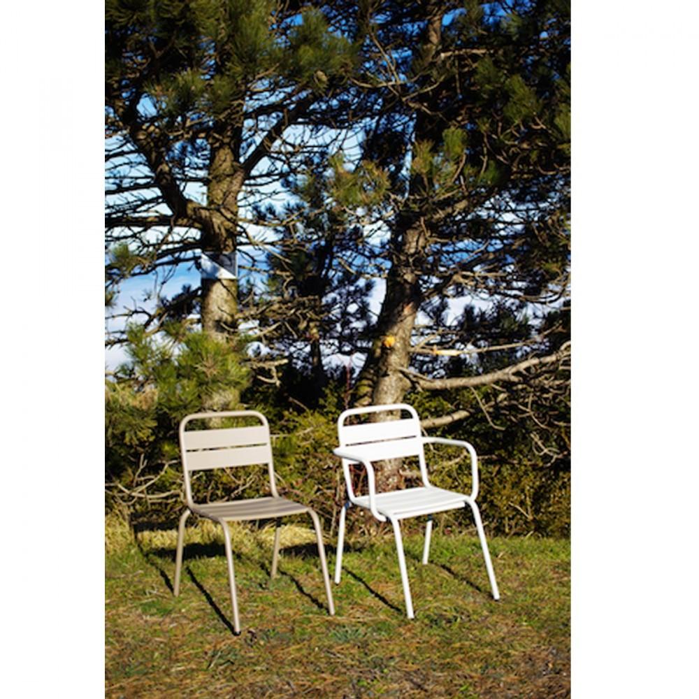 Fauteuil de jardin design m tal visalia par for Jardin designer