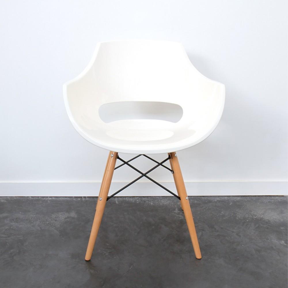 Chaise designer banche grise ou noire skoll pi tement for Chaise dsw grise