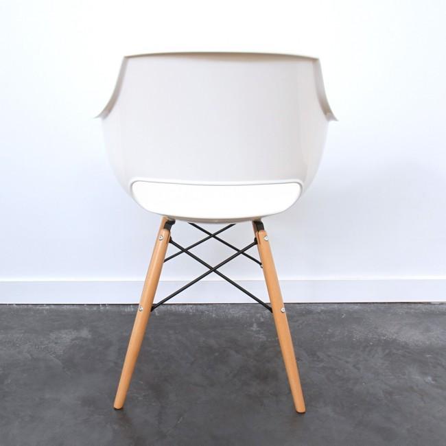 Chaise design Skoll blanche et pied bois