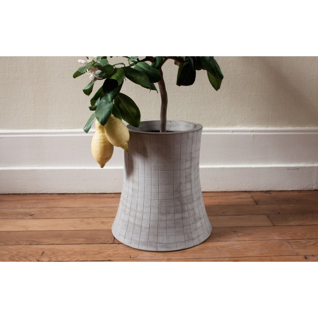 Vase / Cache-pot en béton léger Nuclear Plant 48cm L