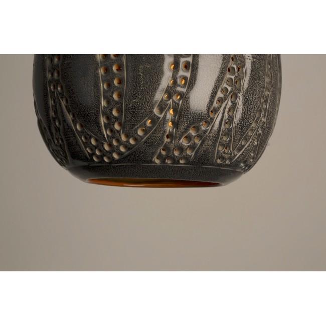 Suspension design en métal noir ajouré Kecil