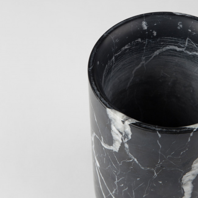 Vase en marbre Fajen Zuiver Noir détails