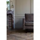 Fauteuil contemporain en tissu Rebel marron dans un salon