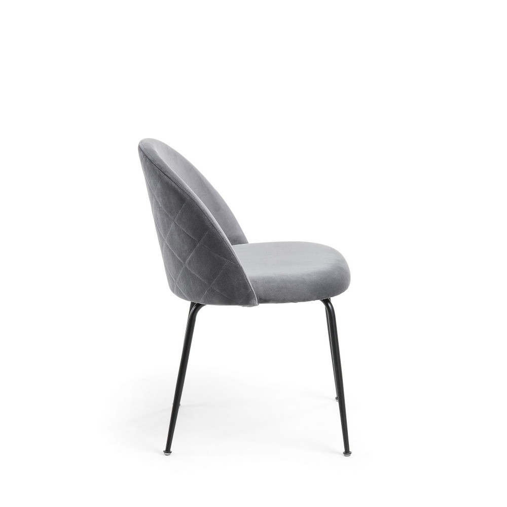 2 chaises en velours et pieds noirs kave home ivonne