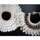 Nabawan - Collier de coquillages sur pied