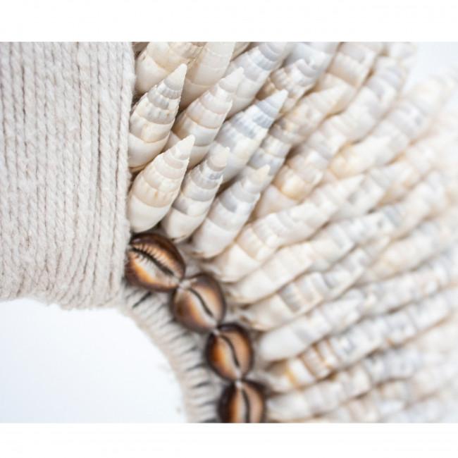 Ladang - Collier de coquillages sur pied