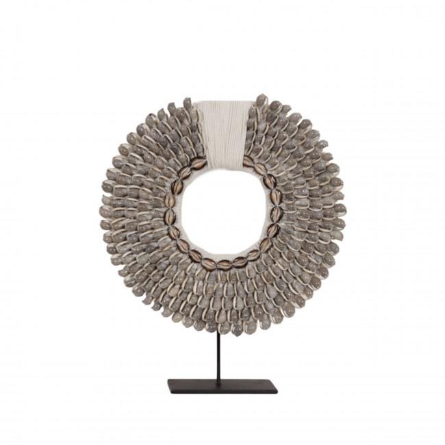 Iskandar - Collier de coquillages sur pied