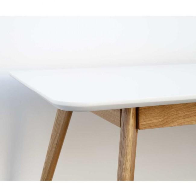 Table à manger design scandinave bois et laque blanche Skoll detail texture